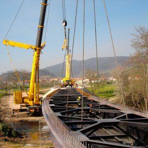 Puente sobre el río Pisueña en Pomaluengo, (Cantabria)